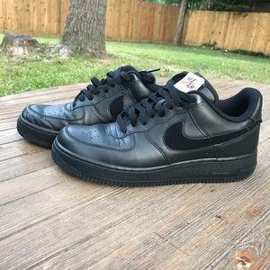 Nike Air Force One's Black Men's Sneaker